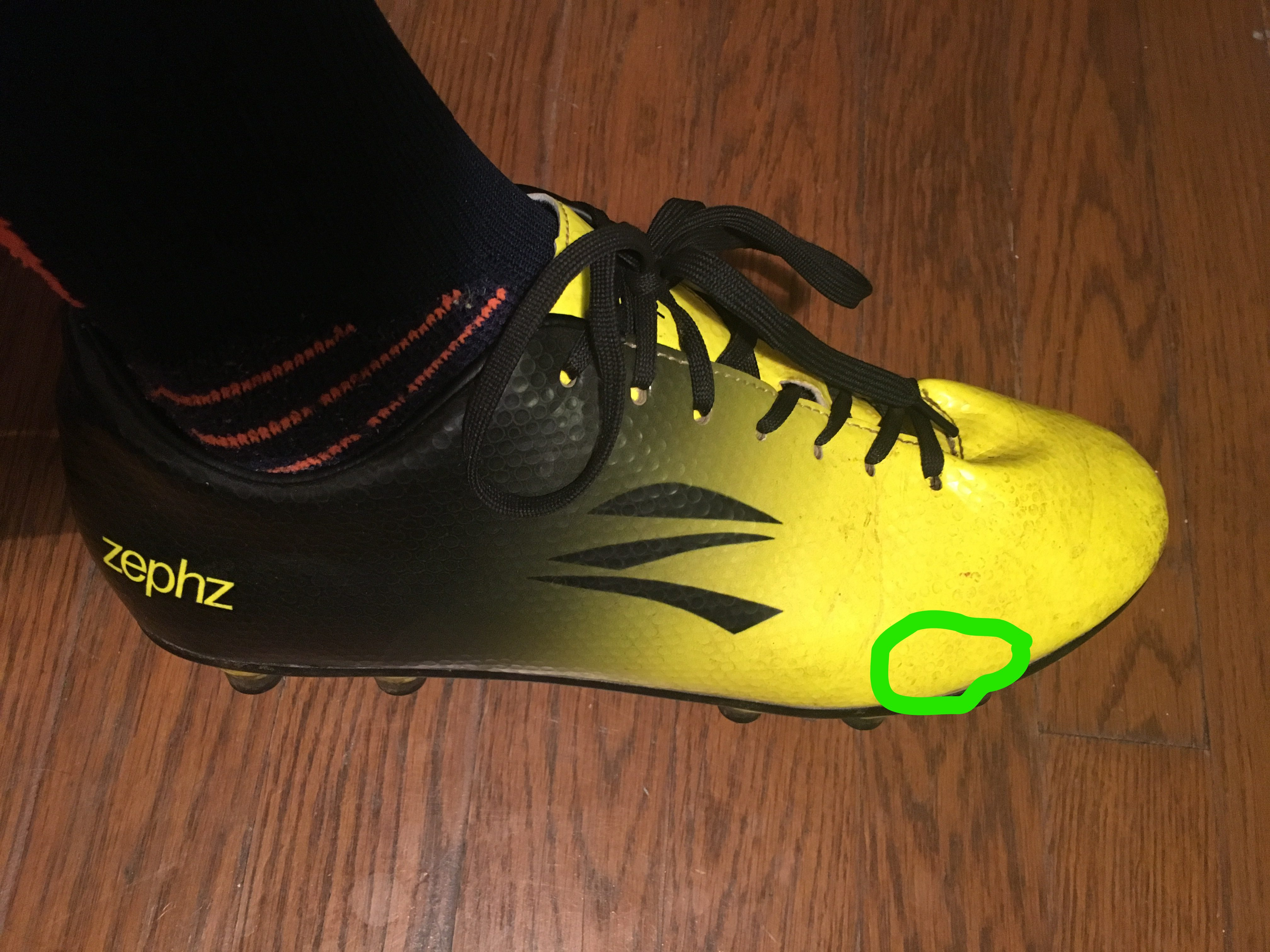 wide-soccer-cleats